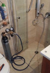 מערכת איתור נזילות מים בגז בעבודה