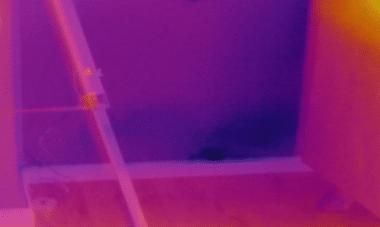 צילום הקיר במצלמה תרמית לאיתור נזילות