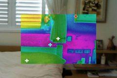 צילום התרמי מתוך הבית נראה את הרטיבות והנזקים מחדירת המים