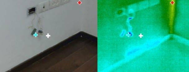 רטיבות בחדר שינה בקיר מאחורי ניאגרה תלויה בחדר האמבטיה אשר דולפת